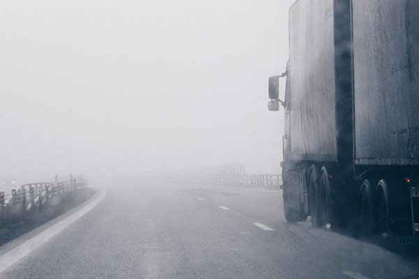 """Fog"" must be careful. Please contact us in the foggy driving guide."